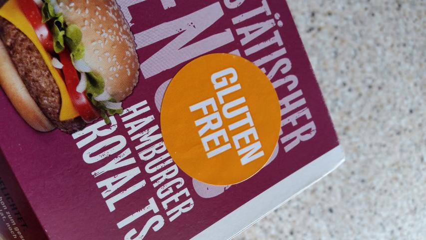 Glutenfreier Burger mit Sticker gekennzeichnet